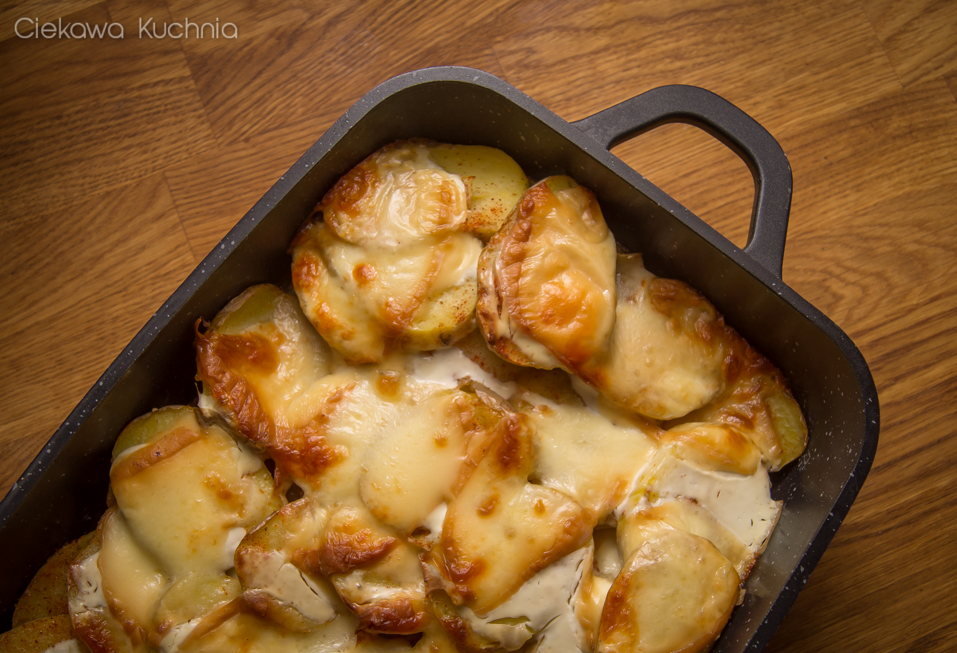 Ziemniaki z chorizo i mozarellą