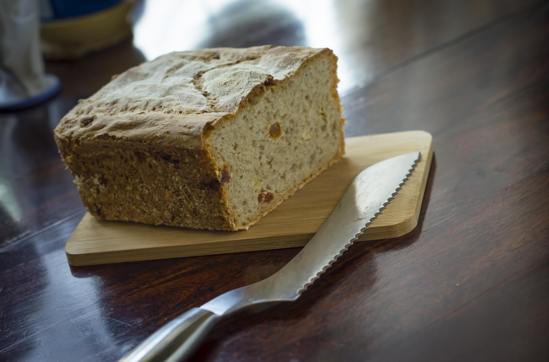 Żytni chleb na zakwasie z rodzynkami