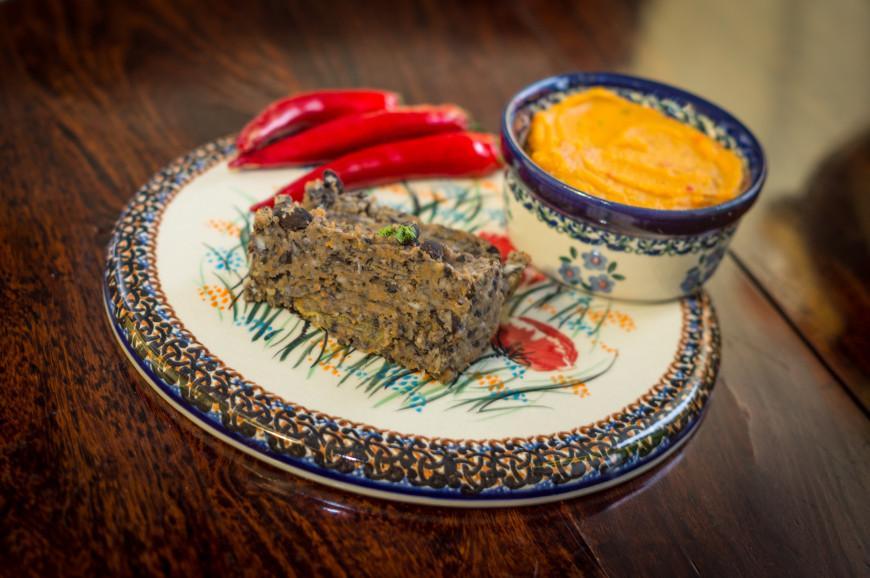 Pasztet z czarnej fasoli, i pasta z soczewicy i chilli